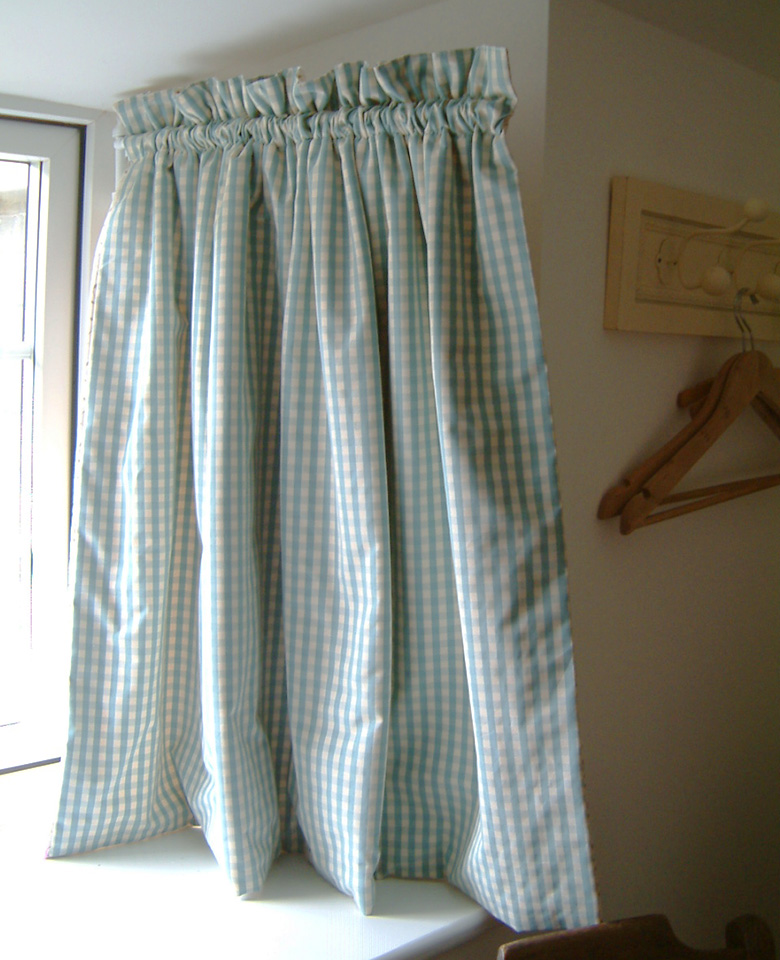 Curtains – with hinged dormer rod and contrast fabric on inside